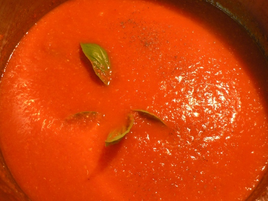 fresh tomato sauce with basil